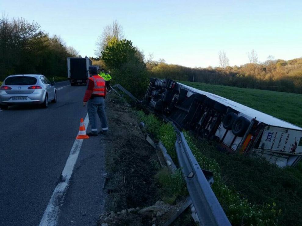 Así quedó el camión tras el accidente