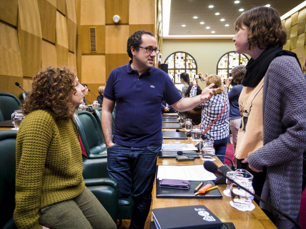 Cubero, en presencia de sus compañeras Arantza Gracia y Teresa Artigas, ayer.