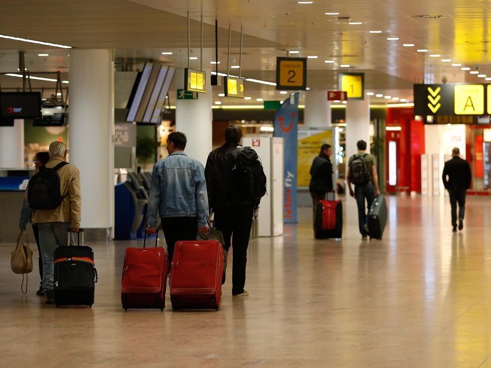 Imagen de archivo de la terminal de salidas del aeropuerto de Bruselas.