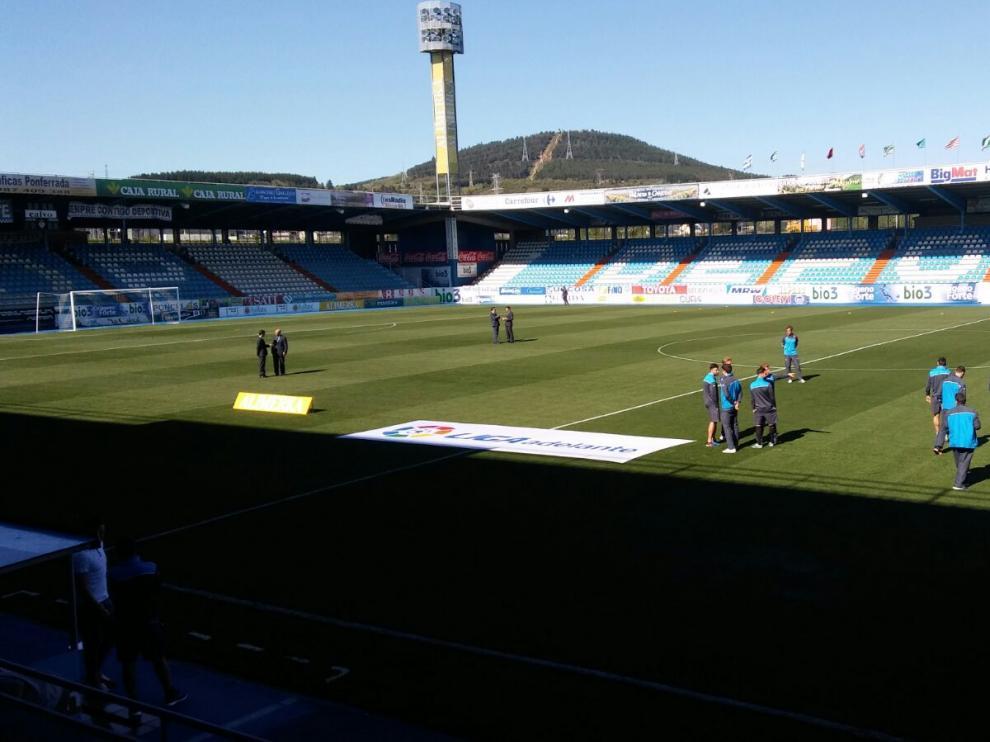 Los jugadores del Real Zaragoza sobre el césped del Toralín.
