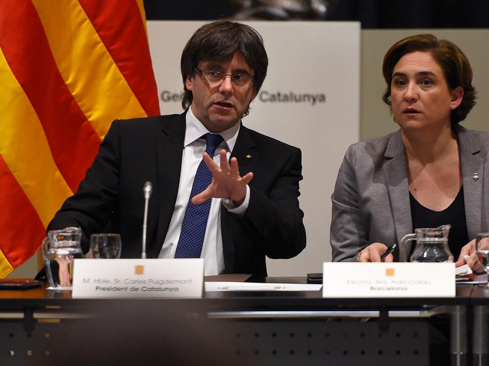 Carles Puigdemont y Ada Colau.