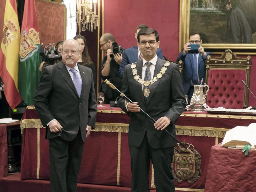 Francisco Cuenca durante la toma de posesión del collar y el bastón del Ayuntamiento.