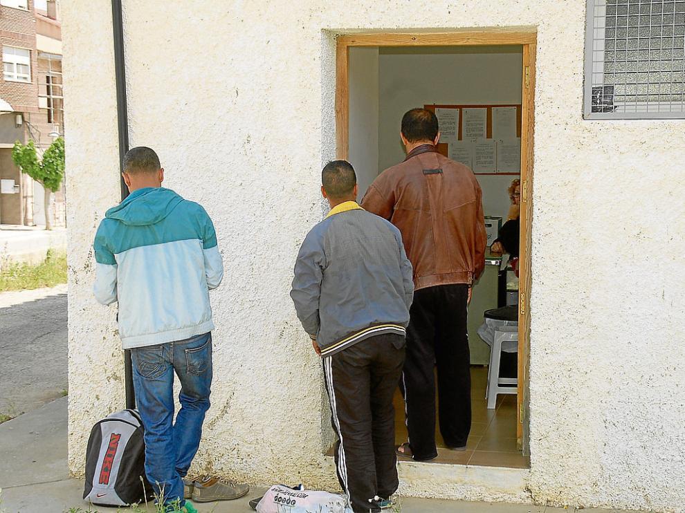 El servicio de duchas de Caspe, en el antiguo puesto de Cruz Roja, ha abierto esta semana.