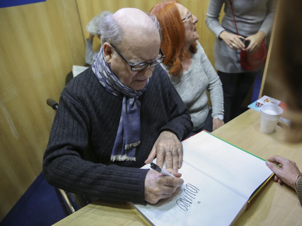 Quino firma libros en Buenos Aires