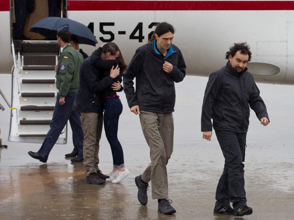 Ángel Sastre, a su llegada a España junto a Antonio Pampliega y José Manuel López.