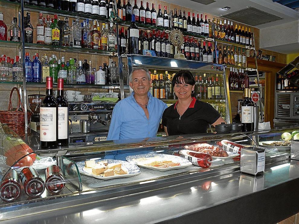 Antonio Jiménez, propietario, y Elena Chetan, cocinera de Simbol.