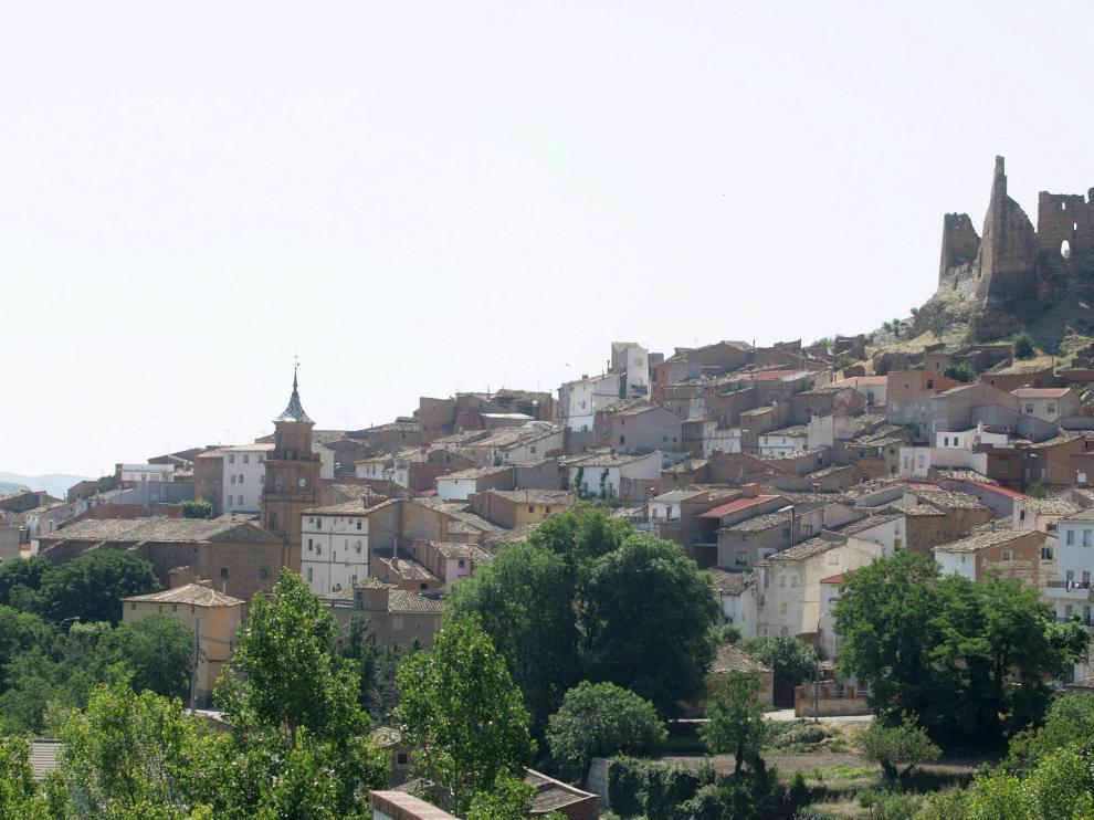 Imagen de Jarque, con su castillo mudéjar al fondo.