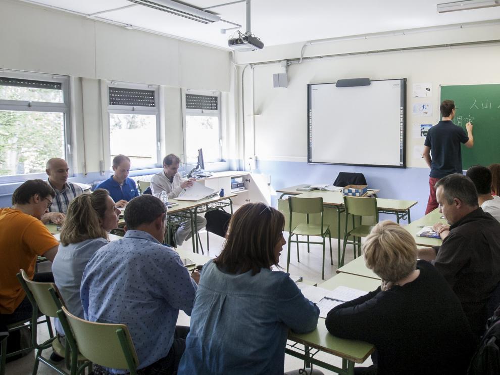 Dos grupos de avanzado de chino de la Escuela Oficial de Idiomas del Actur.