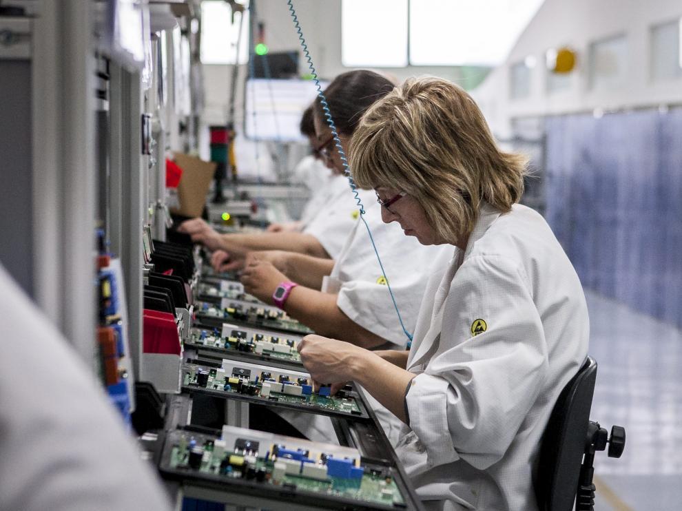 Las mujeres en Electrónica Cerler representan más del 75% de la plantilla.
