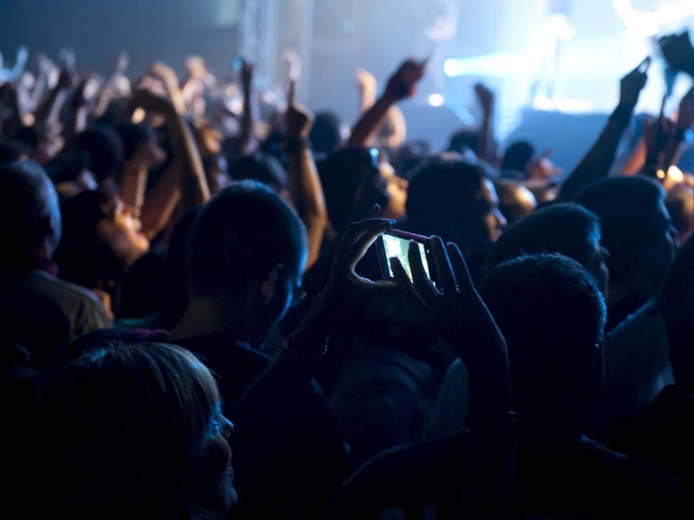 Los músicos piden que haya consideración con la actividad ocasional, y aluden a la crisis del sector como problema añadido.