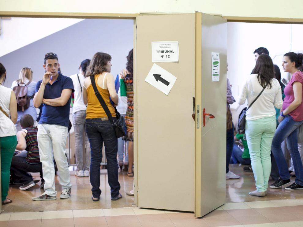 Imagen de las últimas oposiciones a maestro, en junio de 2013, en el IESGoya de Zaragoza.