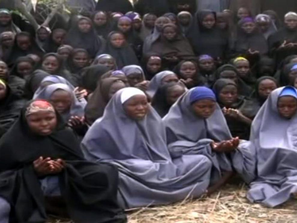 Escena de un vídeo difundido por Boko Haram en el que se muestran a niñas secuestradas.
