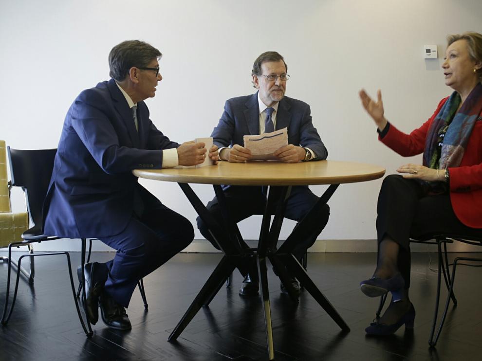Cumbre de la coalición PP-PAR: Arturo Aliaga, Mariano Rajoy y Luisa Fernanda Rudi en Zaragoza.