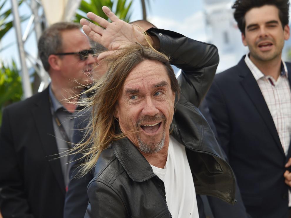 Iggy Pop posa ante las cámaras en el Festival de Cannes.
