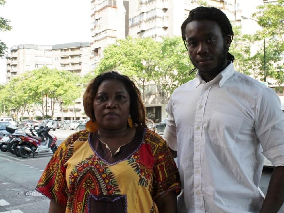 Maria Jesús Meme y Juan Nicolás Nguema, mujer y sobrino del opositor guineano, en Zaragoza