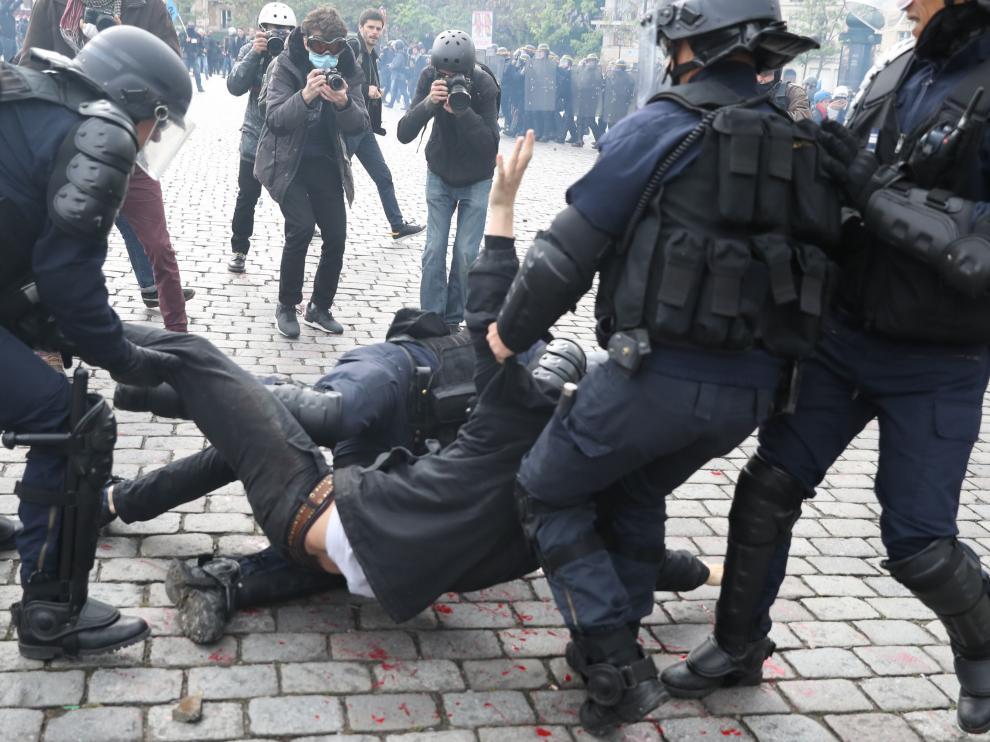 Protestas en París contra la reforma laboral de Hollande