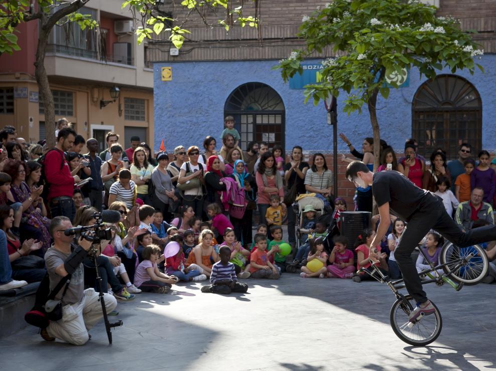 Pasacalles del Festival Circo Social en Zaragoza.