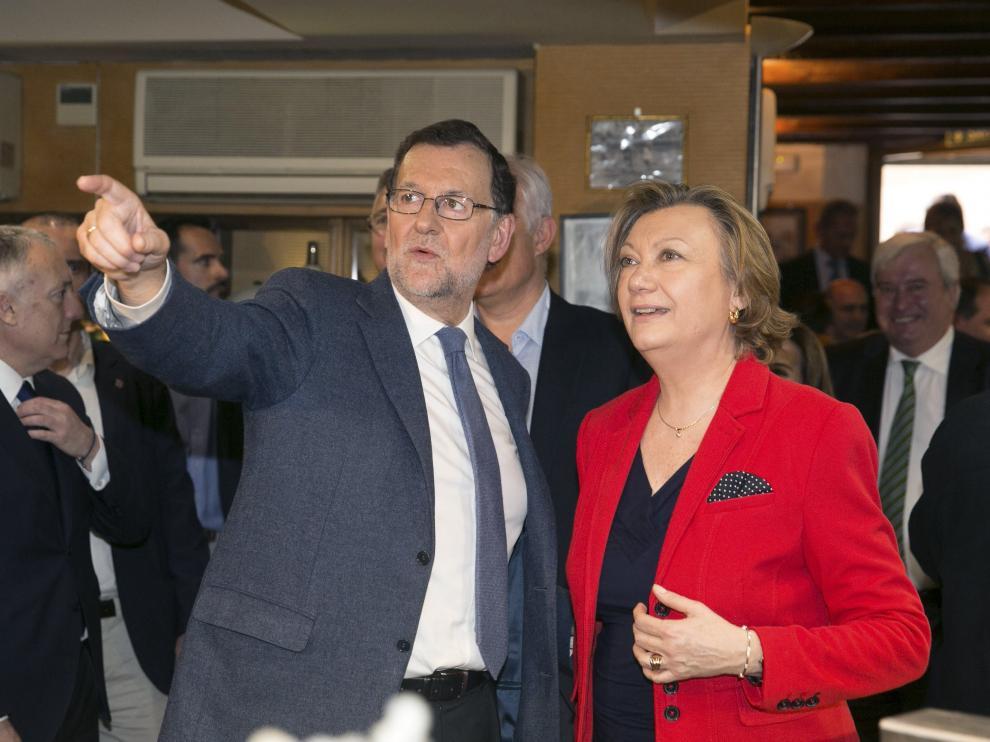 Luisa Fernanda Rudi junto a Mariano Rajoy en una foto de archivo en Zaragoza.