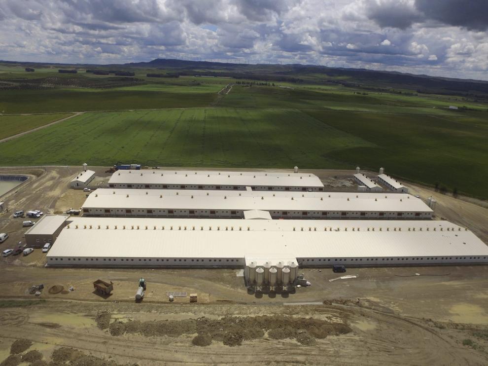 Las instalaciones ocupan 15.000 metros cuadrados de superficie en el municipio de Almudévar.