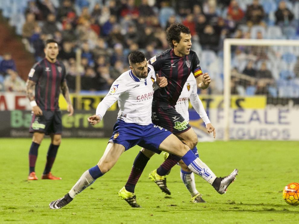 Imagen del partido Real Zaragoza-SD Huesca de la primera vuelta en La Romareda, duelo que se jugará en El Alcoraz en la próxima jornada, la 40ª, el jueves día 26.