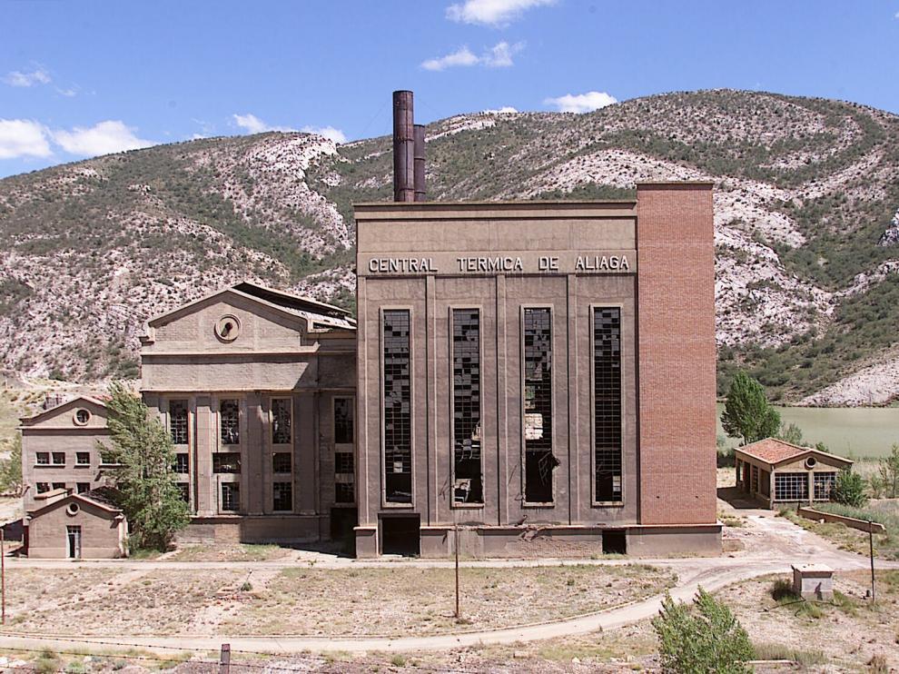 La central térmica de Aliaga todavía conserva elementos de gran interés arquitectónico.