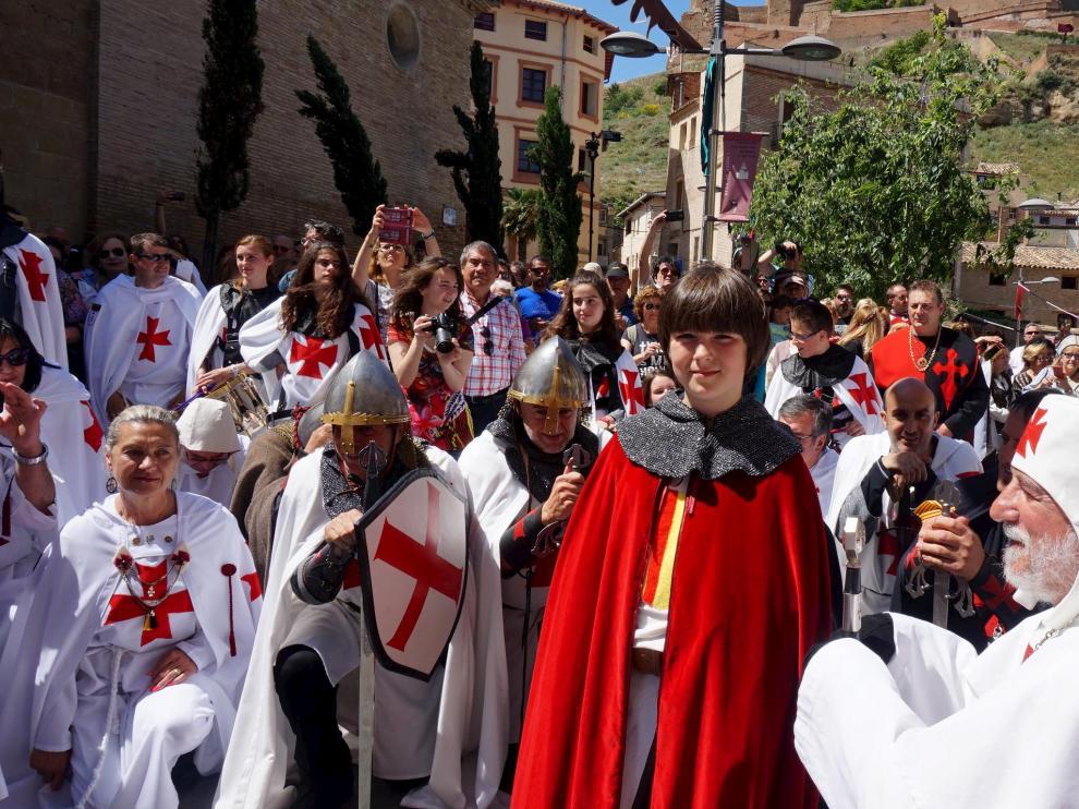 Los templarios reciben al joven príncipe Jaime I en la plaza de Santa María de Monzón.