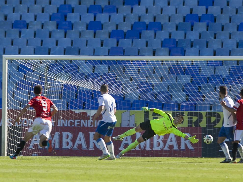 Uno de los goles del Nástic de Tarragona logrados en el 0-3 del año pasado ante el RZD Aragón en Segunda B, en una casi desierta Romareda.