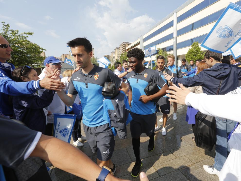 Pasillo a los jugadores del Real Zaragoza