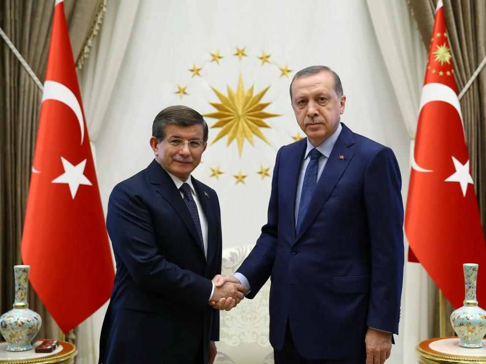 Ahmet Davutoglu junto a Recep Tayyip Erdogan.