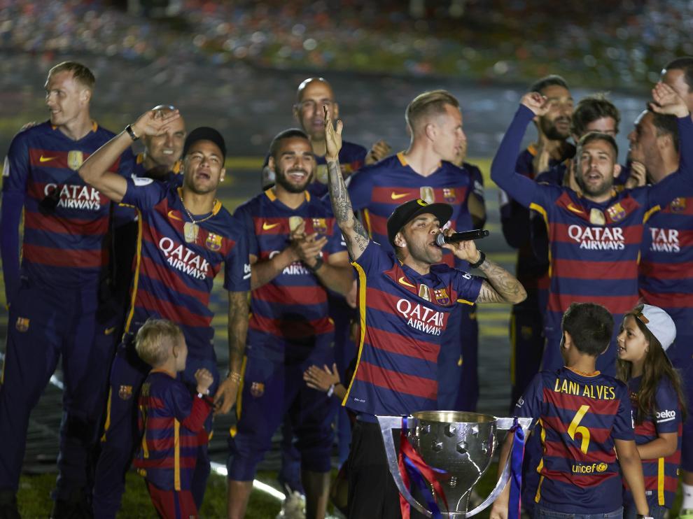 El Barça celebra el doblete en el Camp Nou.