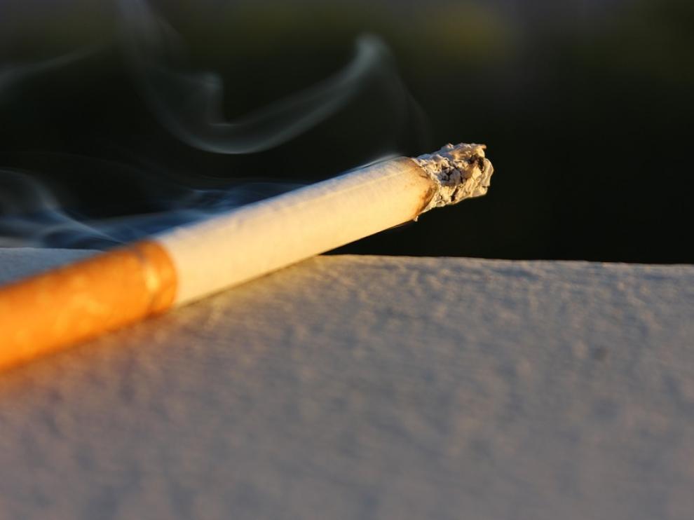Los médicos denuncian que las terrazas cubiertas incumplen la ley del tabaco