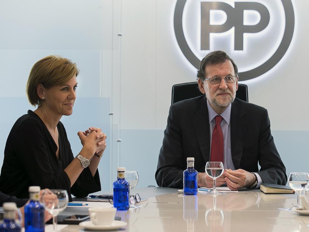 El presidente del Partido Popular y del Gobierno en funciones, Marianao Rajoy,junto a la secretaria genral de la formación, María Dolores de Cospedal