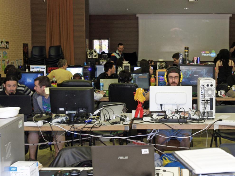 Los participantes de la LAN Party disfrutaron compartiendo experiencias