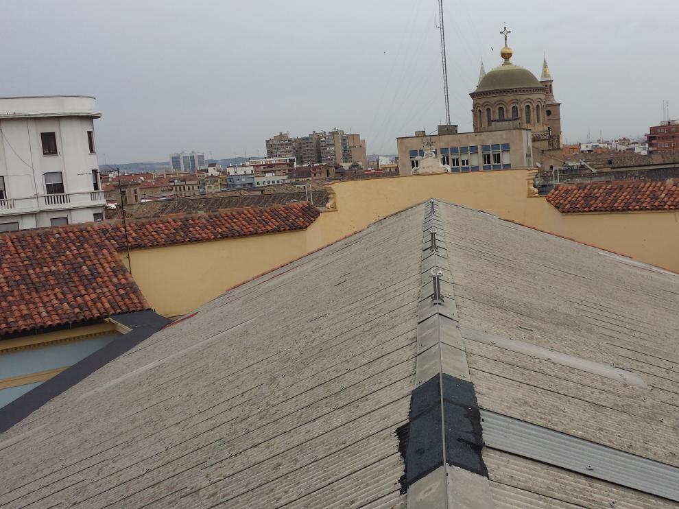 Parte de la cubierta del colegio Joaquín Costa de Zaragoza