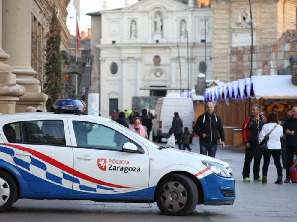 Presencia policial en la plaza del Pilar de Zaragoza