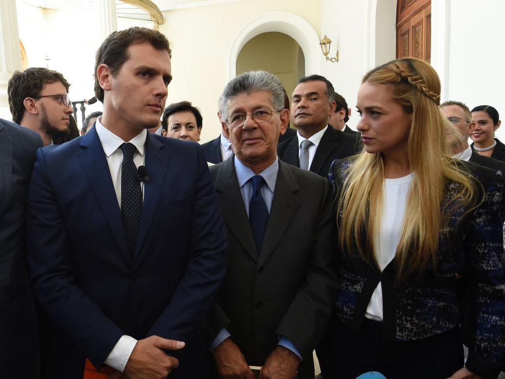 Rivera poco antes de llegar a la Asamblea Nacional de Venezuela acompañado del presidente de la Asamblea Nacional