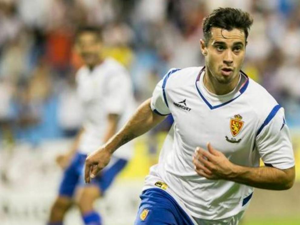 Jaime Romero celebra un gol con el Real Zaragoza antes de su grave lesión de rodilla ocurrida en octubre.