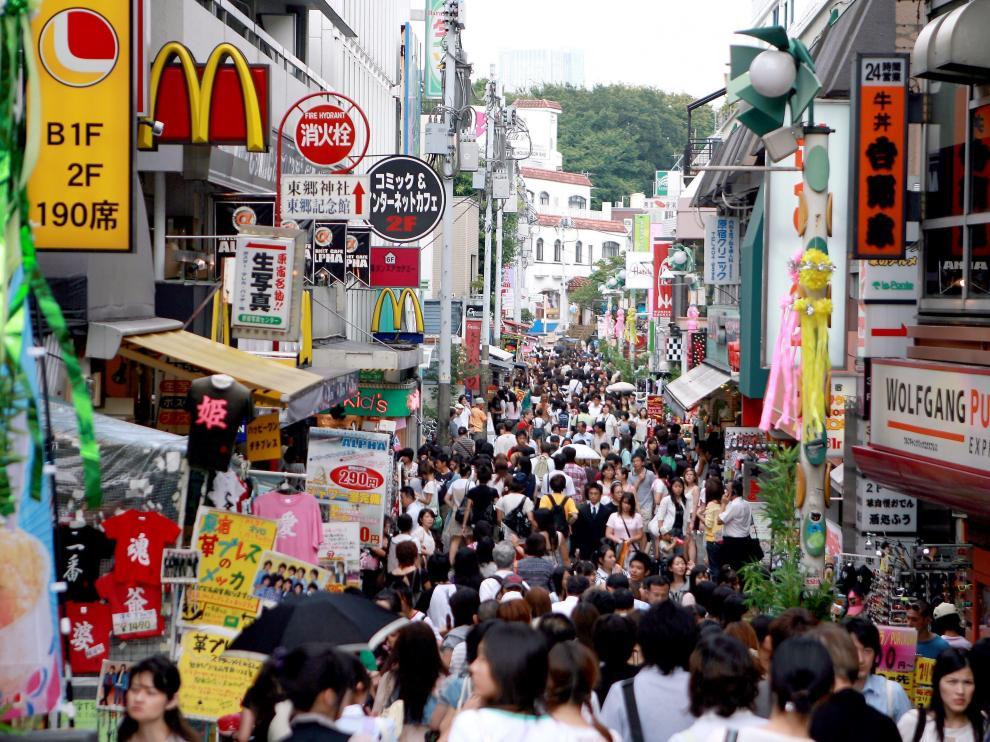 Una atestada calle de Tokio.