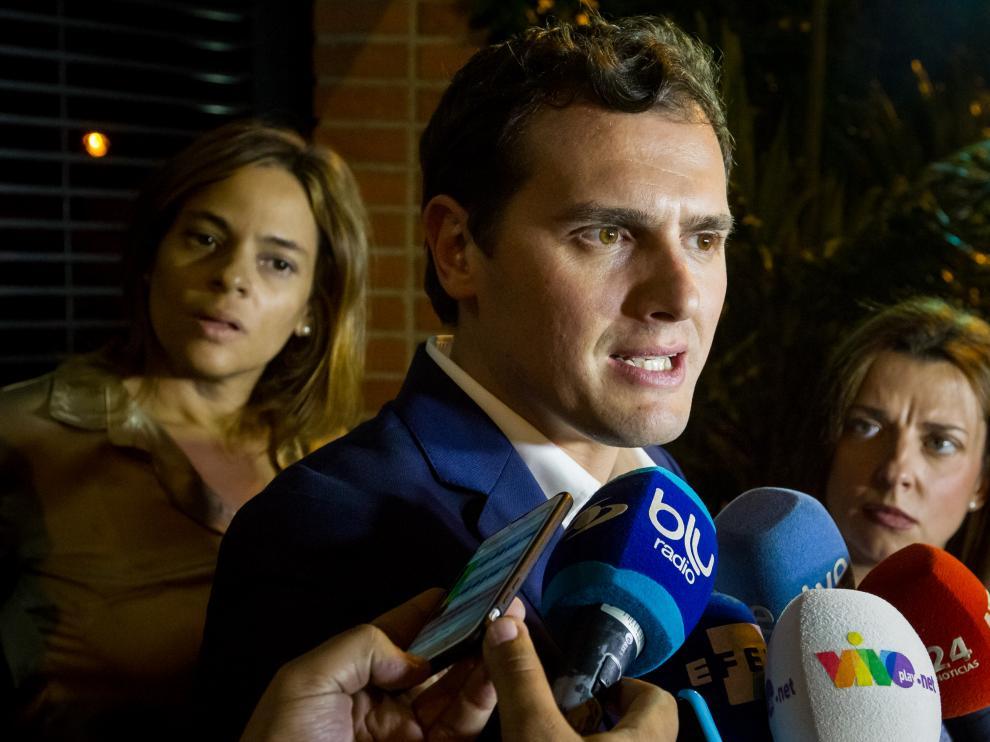 Albert Rivera ante los medios en su visita a Venezuela.