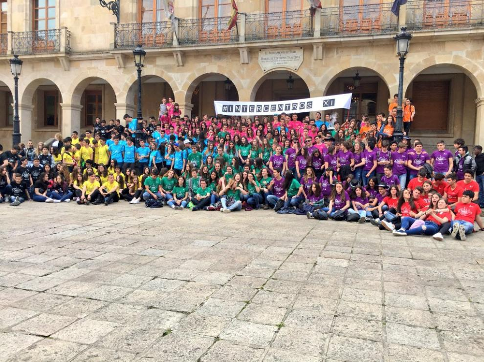 Foto de familia de los 350 escolares participantes en el Festival #IntercentrosXI '