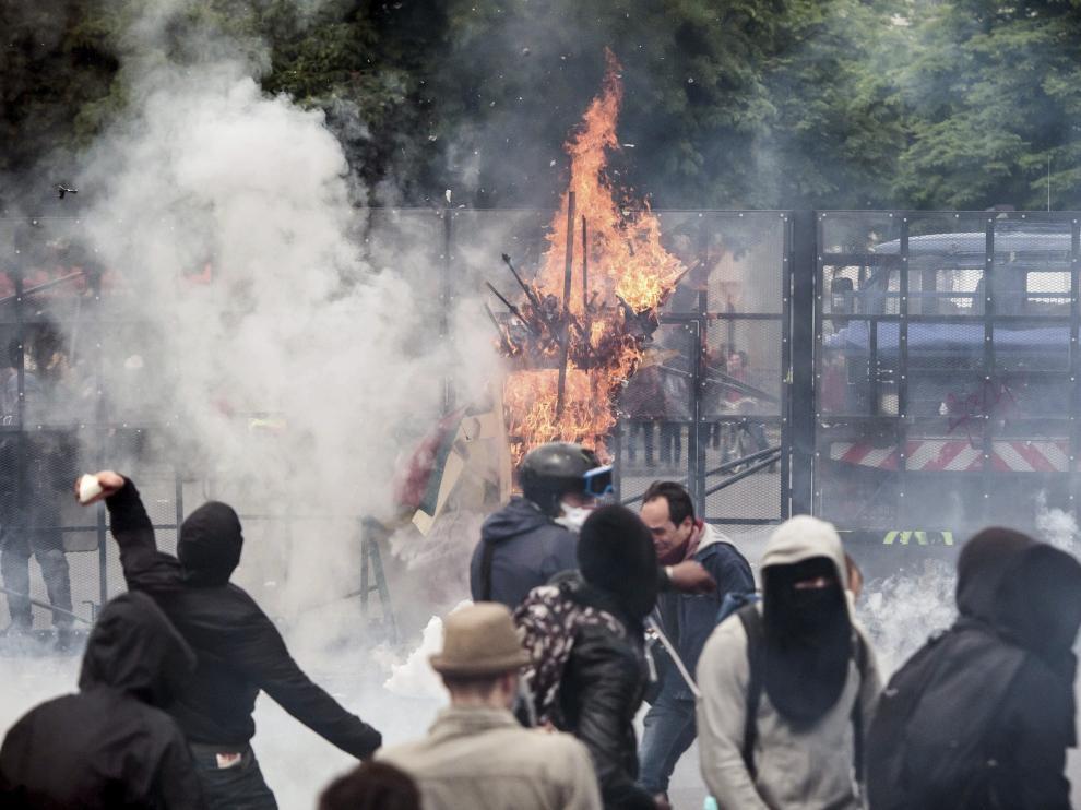 Disturbios en las protestas contra la reforma laboral en París.