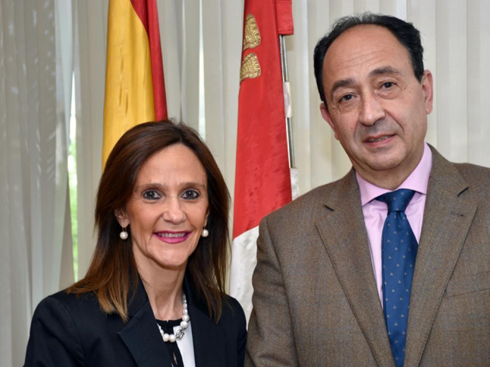 Olga Virginia Bartolomé junto al delegado de la Junta en Soria, Manuel López Represa.