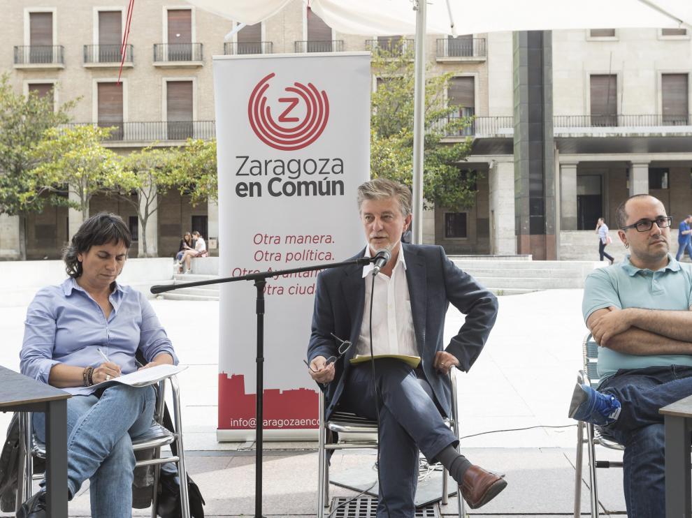 Santisteve hace balance en la plaza del Pilar del primer año de gobierno de ZEC