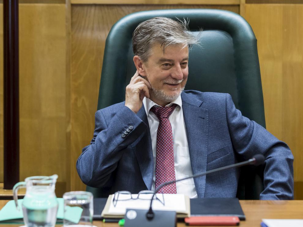 El alcalde de Zaragoza se toma un respiro los primeros quince días de agosto haciendo turismo rural por municipios aragoneses.