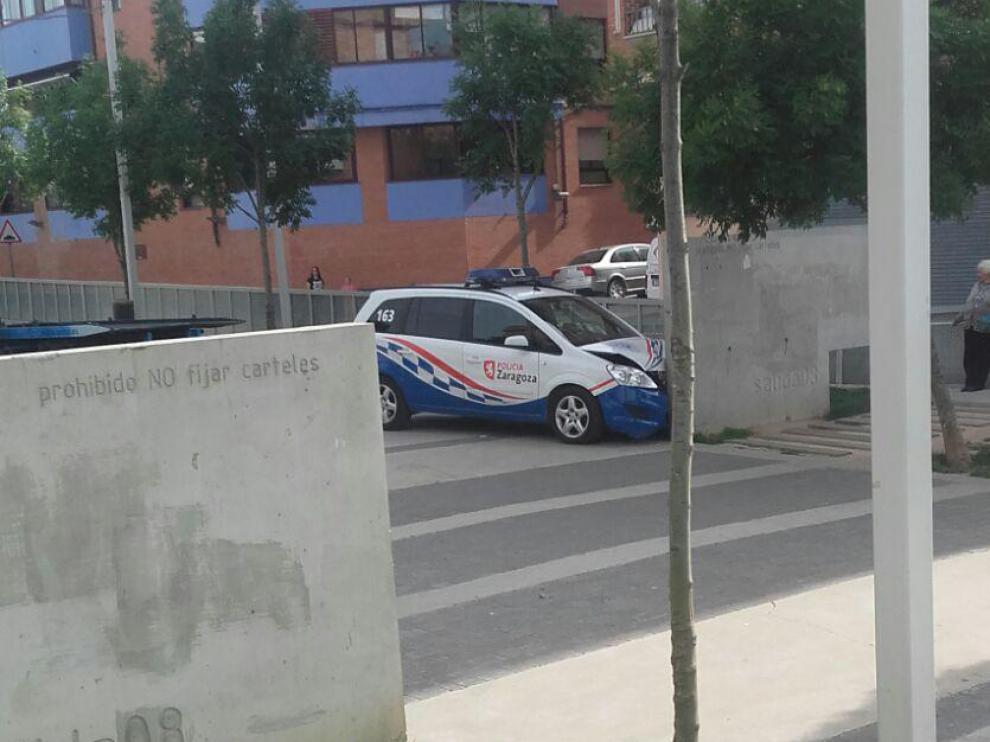 Imagen del vehículo policial accidentado en Zaragoza