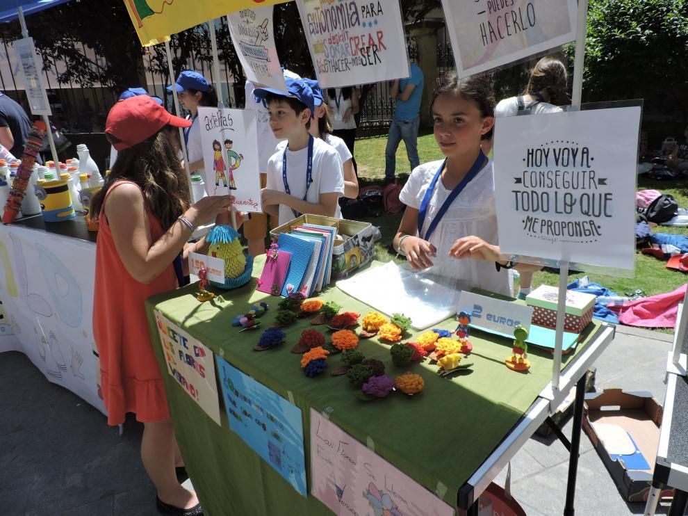 Un estand del mercado infantil