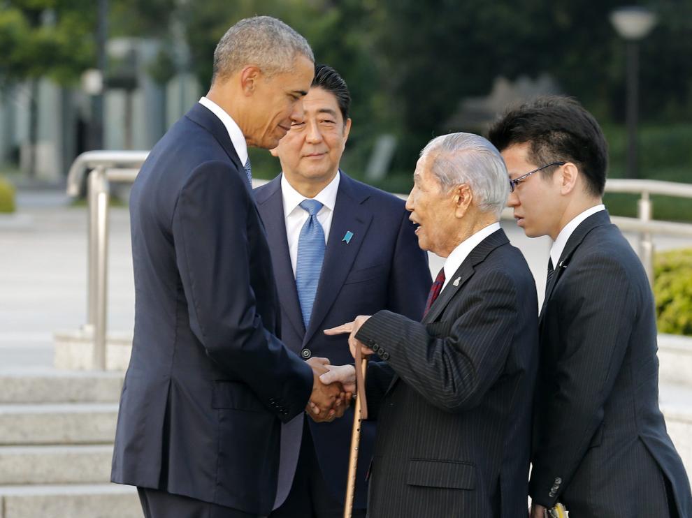 Obama saluda al superviviente de Hiroshima Sunao Tusboi, de 91 años.