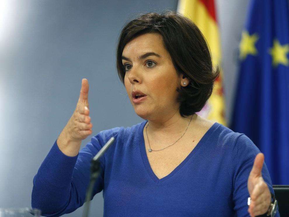La vicepresidenta del Gobierno, Soraya Saénz de Santamaría, durante la rueda de prensa que ha ofrecido tras la reunión del Consejo de Ministros. Saénz de Santamaría,
