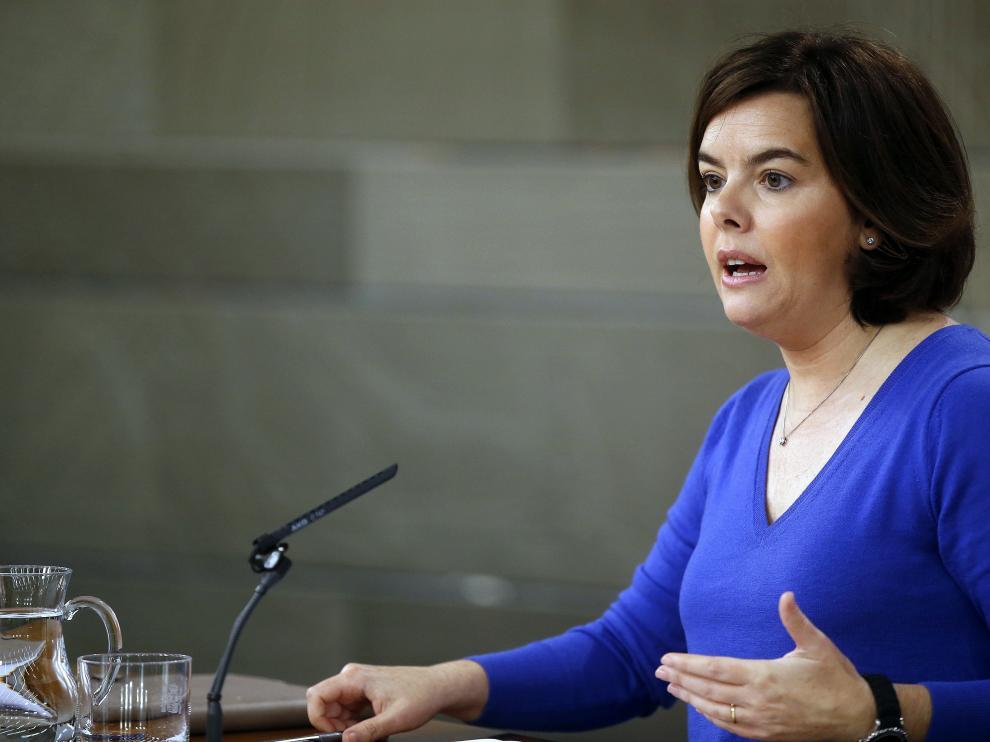 La vicepresidenta del Gobierno, Soraya Saénz de Santamaría, durante la rueda de prensa que ha ofrecido tras la reunión del Consejo de Ministros. Saénz de Santamaría