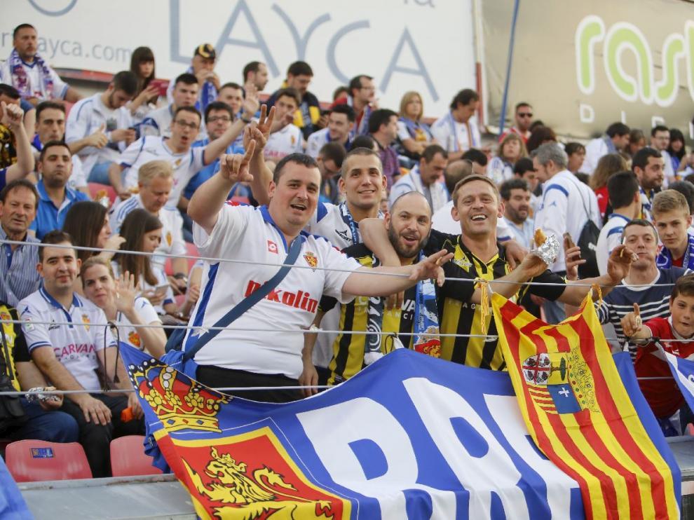 Aficionados zaragocistas el pasado jueves en las gradas de El Alcoraz, durante el partido Huesca-Real Zaragoza.